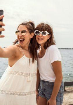 beach-boardwalk-selfie